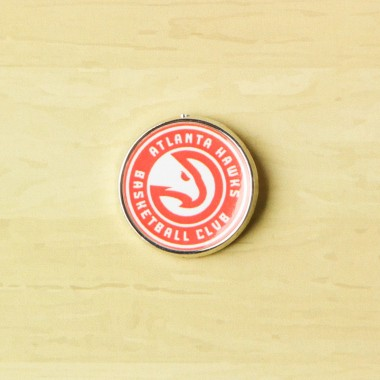 SPILLA NBA PIN BADGE ATLHAW