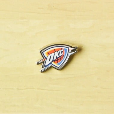 SPILLA NBA PIN BADGE OKLTHU