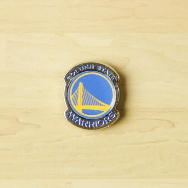 SPILLA NBA PIN BADGE GOLWAR