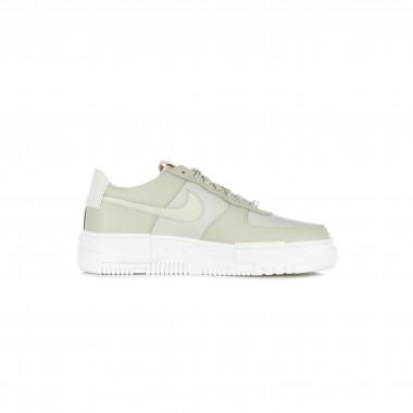 low sneaker lady w air force 1 pixel