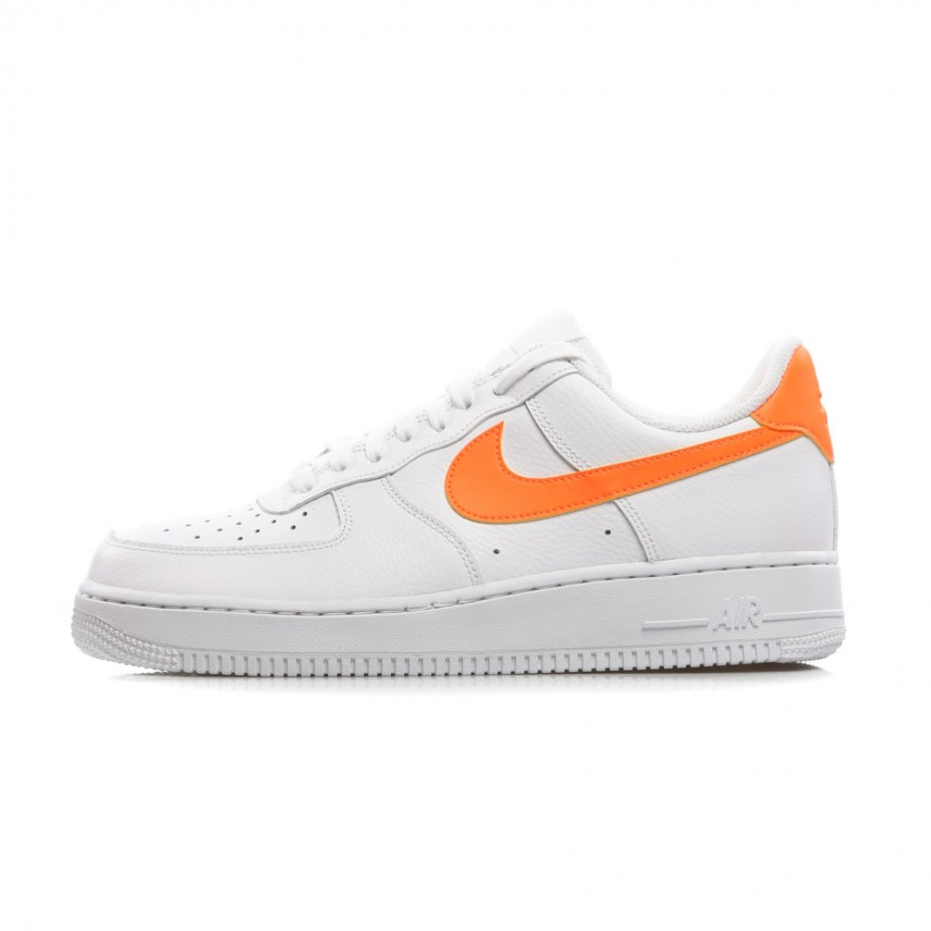 newest 44ba1 d2847 SCARPA BASSA WMNS AIR FORCE 1 07 WHITE TOTAL ORANGE WHITE   Atipicishop.com