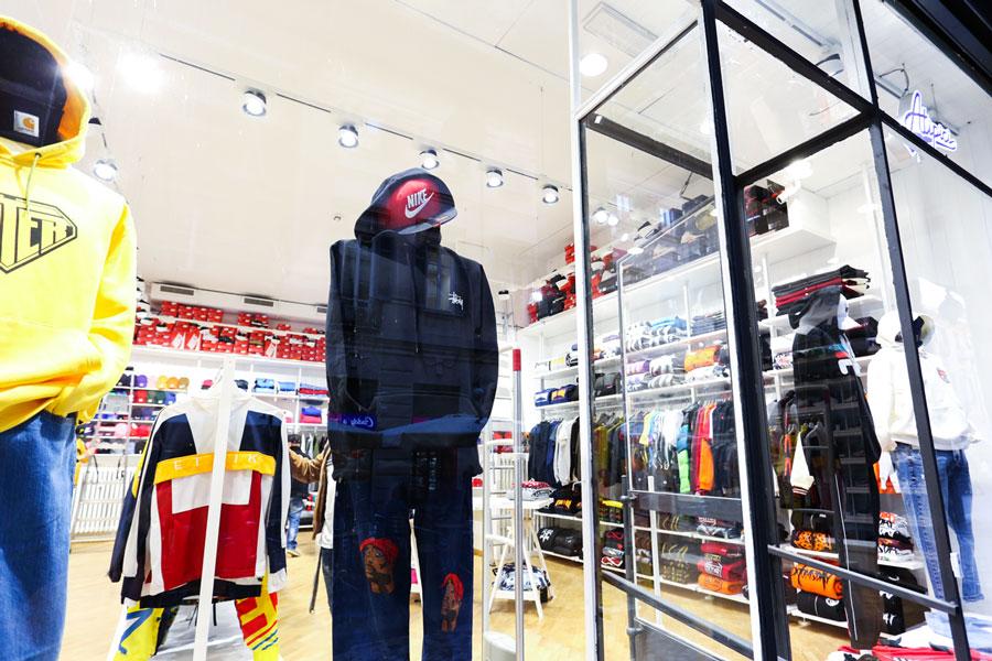 ingresso-manichini-atipici-shop-novara-streetwear-sneakers
